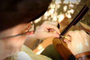 Tithouan, travail du cuir sur mesure, maroquinerie artisanale, création, restauration d'objets anciens, stages