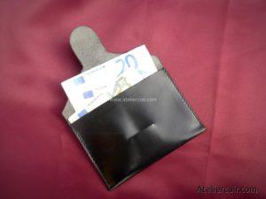 Pochette à billets de banque en cuir noir fabriqué par Tithouan maroquinier