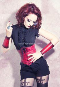 corset et bracelets en cuir création de claire brandin et tithouan