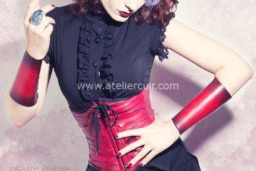 corset et bracelets en cuir par claire brandin et tithouan