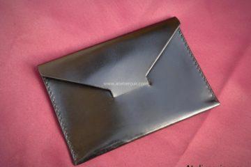 Pochette cuir noir pour billets de banque fabriqué par Tithouan maroquinier