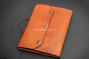 Pochette porte documentsen cuir - Travail du cuir