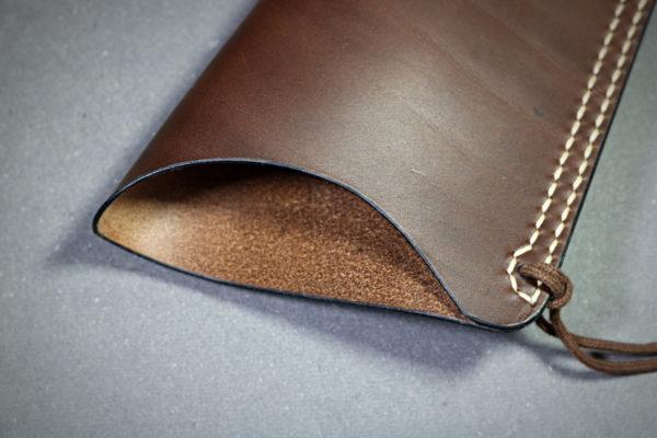 carquois en cuir pour archet de contrebasse - leather quiver for doublebass bow - tithouan pour ateliercuir.com