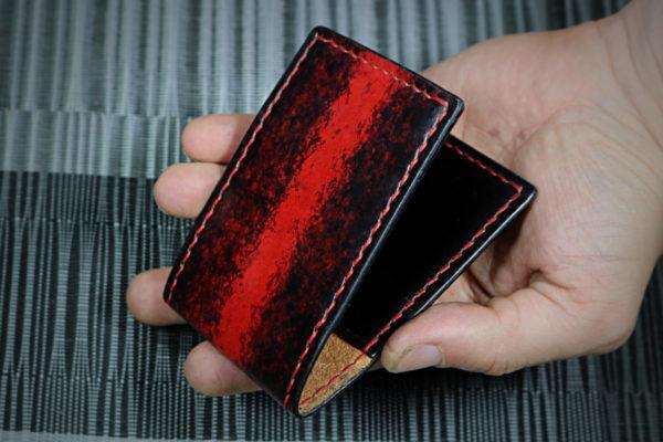 porte cartes en cuir rouge et noir - tithouan pour ateliercuir.com