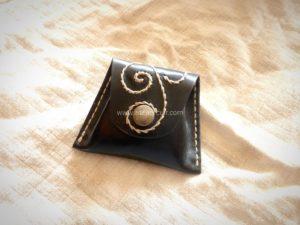 porte monnaie en forme de trapeze décoré